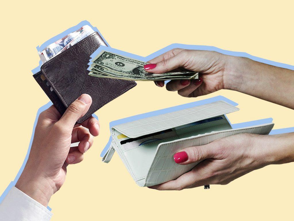 couple-hands-money